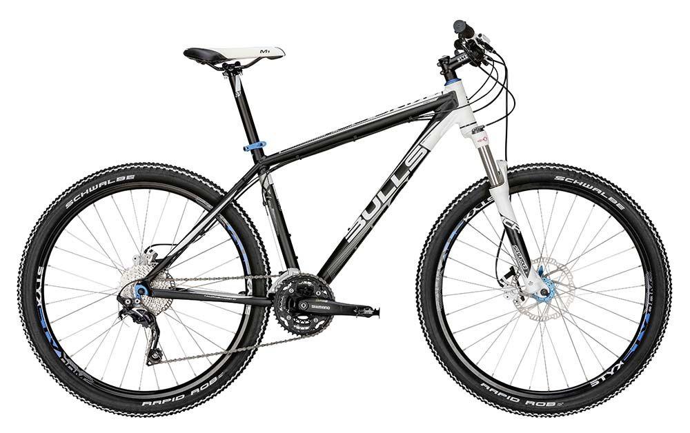 Велосипед BullsГорные<br>Горный кросс-кантрийный велосипед King Boa 27,5 с легкостью проходит все препятствия на пути благодаря оптимальному размеру колес в 27,5 дюймов, покрышкам Schwalbe Rapid Rob с уникальным рисунком протектора и навеской Deore. Алюминиевая рама выполнена с применением технологии двойного баттинга, что делает ее легче по сравнению с аналогичными деталями других моделей. Дисковый гидравлический тормоз срабатывает даже на самом крутом спуске, а 30 режимов скоростей превращают поход в настоящее приключение.Купить велосипед King Boa 27,5 недорого можно в нашем интернет-магазине. Нашу компанию отличают быстрая доставка и качественное обслуживание. Доставка осуществляется по всей России. Причем по Москве и Московской области ждать свой новый велосипед придется всего сутки.<br><br>year: 2015<br>цвет: чёрный<br>пол: мужской<br>тип рамы: хардтейл<br>уровень оборудования: профессиональный<br>длина хода вилки: от 100 до 150 мм<br>тип заднего амортизатора: без амортизатора<br>блокировка амортизатора: да<br>руль: Алюминиевый сплав<br>передний тормоз: Tektro Gemini, диаметр ротора 180 мм<br>задний тормоз: Tektro Gemini, диаметр ротора 160 мм<br>система: Shimano FC-M522, 42/32/24T<br>ободья: STYX DDM-2<br>передняя покрышка: Schwalbe Rapid Rob, 27.5<br>задняя покрышка: Schwalbe Rapid Rob, 27.5<br>седло: Selle Royal Seta M1, STYX design<br>подседельный штырь: Алюминиевый сплав<br>рама: Алюминиевый сплав 7005, двойной баттинг<br>вилка: SR Suntour XCR-32 RL, ход 100 мм, удаленная блокировка<br>размер рамы: 20&amp;amp;quot;<br>материал рамы: алюминий<br>тип тормозов: дисковый гидравлический<br>диаметр колеса: 27.5<br>тип амортизированной вилки: пружинно-масляная<br>передний переключатель: Shimano Deore<br>задний переключатель: Shimano SLX Shadow<br>количество скоростей: 30