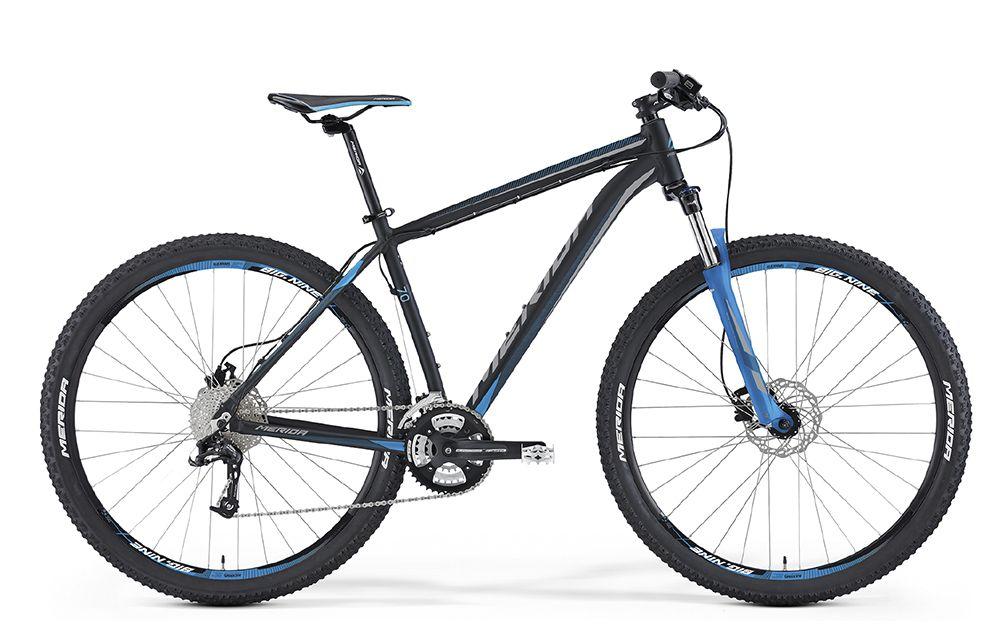 Велосипед MeridaГорные<br>ВЕЛОСИПЕД MERIDA BIG.NINE 70 (2016) – это стильная модель, предназначенная для настоящих мужчин, которые предпочитают активный образ жизни. Модель актуальна для езды в стиле кросс-кантри и катания по горной местности, лесным тропинкам – в общем, это универсальный велосипед. Благодаря увеличенному диаметру колес (29 дюймов), модель может посоревноваться в маневренности и скорости с любым из велосипедов, предназначенных для передвижения по горной местности. Здесь используется амортизационная вилка с функцией гидравлического отключения и масляным картриджем (ход 100 мм). Именно она прекрасно компенсирует вибрации, исключая скачки и тряску на неровной дороге.Станьте обладателем универсального велобайка. Для этого Вам нужно купить ВЕЛОСИПЕД MERIDA BIG.NINE 70 (2016) в нашем Интернет-магазине. Предлагая лучшие цены, мы также делаем доставку по всей территории РФ.<br><br>year: 2016<br>пол: мужской<br>тип рамы: хардтейл<br>уровень оборудования: продвинутый<br>длина хода вилки: от 100 до 150 мм<br>блокировка амортизатора: да<br>рулевая колонка: EGG steel-B<br>вынос: Merida comp OS 6<br>руль: Merida comp OS, ширина 680 мм, R15<br>грипсы: Merida kraton<br>передний тормоз: Tektro Auriga, диаметр ротора 160 мм<br>задний тормоз: Tektro Auriga, диаметр ротора 160 мм<br>тормозные ручки: Attached<br>цепь: KMC X10<br>система: FSA Alfa Drive, 44-32-22<br>каретка: Картриджные подшипники<br>педали: XC, алюминиевый сплав<br>ободья: Merida Big Nine D<br>передняя втулка: Disc, алюминиевый сплав<br>задняя втулка: Disc cassette, алюминиевый сплав<br>спицы: Нержавеющая сталь, серебристые<br>передняя покрышка: Merida, 29<br>задняя покрышка: Merida, 29<br>седло: Merida Sport 5<br>подседельный штырь: Merida speed, 27.2 мм<br>кассета: Sunrace CSR-10, 11-32<br>манетки: Sram Trigger<br>рама: Big 9 Speed OV<br>вилка: SR 29 XCM HLO, ход 100 мм<br>тип заднего амортизатора: без амортизатора<br>цвет: чёрный<br>размер рамы: 21&amp;amp;quot;<br>материал рамы: алюминий<br>тип торм