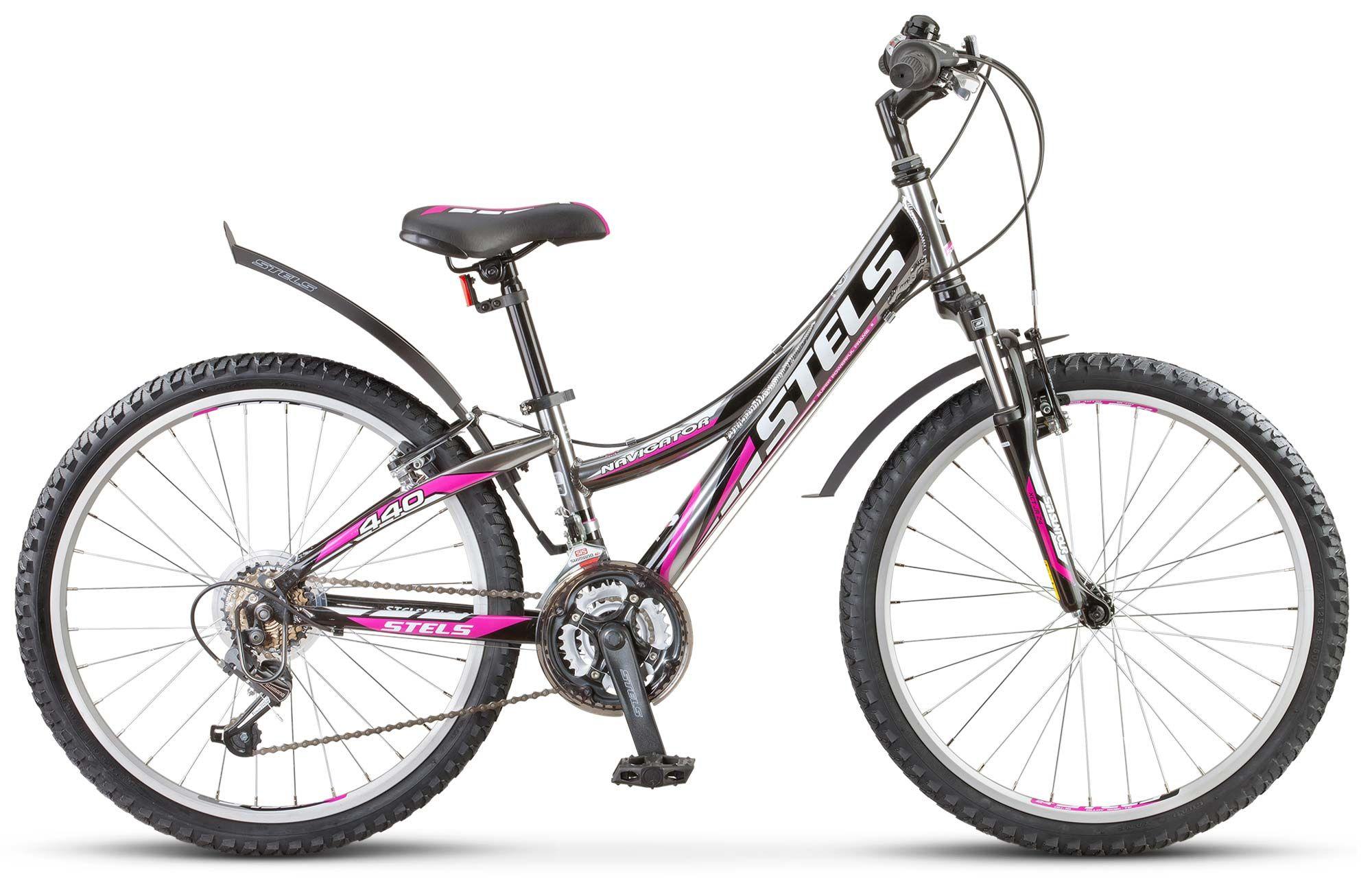 Велосипед StelsДетские<br>Подростковый велосипед Stels Navigator 440 V - это уменьшенная копия взрослого велосипеда, предназначенная для детей в возрасте до 12 лет. Надежные компоненты и стильный дизайн - вот основные качества Stels Navigator 440 V. Благодаря алюминиевой раме велосипед получился легким и прочным. Преодолеть все сложные участки бездорожья ребенку поможет амортизационная вилка SR Suntour XCT. Ободные тормоза типа V-brake отличаются неприхотливостью в настройке и надежностью в работе. Трансмиссия Shimano Tourney - это четкое и своевременное переключение передач.<br><br>year: 2016<br>цвет: синий<br>пол: девочка<br>тип тормозов: ободной<br>диаметр колеса: 24<br>тип рамы: хардтейл<br>материал рамы: алюминий<br>количество скоростей: 18<br>рулевая колонка: Feimin, сталь<br>передний тормоз: Power, V-типа<br>задний тормоз: Power, V-типа<br>система: Prowheel, сталь, 22/32/42T<br>каретка: Feimin, сталь<br>педали: Feimin, пластик<br>ободья: Алюминиевые, двойные<br>передняя втулка: KT, сталь<br>задняя втулка: KT, сталь<br>передняя покрышка: Chao Yang, 24 x 2.1<br>задняя покрышка: Chao Yang, 24 x 2.1<br>седло: Cionlli<br>кассета: Shimano Tourney, MF-TZ20<br>передний переключатель: Shimano Tourney, FD-TY10<br>задний переключатель: Shimano Tourney, RD-TX35<br>манетки: Shimano Tourney, SL-RS36<br>крылья: Пластик<br>рама: Алюминий<br>вилка: SR Suntour, XCT, ход 50 мм<br>Серия: Navigator