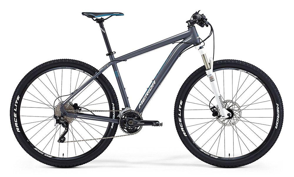 Велосипед MeridaГорные<br>ВЕЛОСИПЕД MERIDA BIG.NINE 600 (2015) — горная модель, которая отлично проявит себя в самых разных условиях. Стильная, жесткая и легкая рама Big.Nine TFS, разработанная по фирменным технологиям бренда, сочетает повышенную прочность с чуткой реакцией на управление. Продуманный дизайн шасси позволит вам меньше уставать даже после долгой дороги. А тормозная система Tektro Auriga быстро среагирует в любом случае. Также комплектацию. Отлично дополняет 30-ступенчатая трансмиссия, а хорошую амортизацию обеспечит вилка Rock Shox 30Gold TK29.Наш магазин предлагает купить ВЕЛОСИПЕД MERIDA BIG.NINE 600 (2015) в 100% оригинальной комплектации. Мы рады предложить вам гибкую систему скидок ан ваши покупки, консультацию по всем вопросам и долгосрочную гарантию. Также в нас можно заказать доставку по РФ.<br><br>year: 2015<br>пол: мужской<br>тип рамы: хардтейл<br>уровень оборудования: профессиональный<br>длина хода вилки: от 100 до 150 мм<br>блокировка амортизатора: да<br>вынос: Merida Pro OS 5°<br>руль: Merida Pro OS, ширина 680 мм, подъем 12 мм<br>передний тормоз: Tektro Auriga, диаметр ротора 180 мм<br>задний тормоз: Tektro Auriga, диаметр ротора 160 мм<br>цепь: KMC Z10-10s<br>система: Shimano M612 40-30-22<br>педали: XC pro alloy<br>ободья: Merida Big Nine comp D<br>передняя втулка: Bearing Disc<br>задняя втулка: Bearing Disc Cassette<br>передняя покрышка: Merida Race lite fold, 29<br>задняя покрышка: Merida Race lite fold, 29<br>седло: Merida Sport 5<br>подседельный штырь: Merida pro H SB0, диаметр 27,2 мм<br>кассета: Shimano CS-HG50-10, 11-36<br>манетки: Shimano Deore<br>рама: Big.Nine TFS<br>вилка: Rock Shox 30Gold TK29, ход 100 мм<br>тип заднего амортизатора: без амортизатора<br>цвет: чёрный<br>размер рамы: 19&amp;amp;quot;<br>материал рамы: алюминий<br>тип тормозов: дисковый гидравлический<br>диаметр колеса: 29<br>тип амортизированной вилки: воздушно-масляная<br>передний переключатель: Shimano Deore<br>задний переключатель: Shimano Deore XT<br>колич