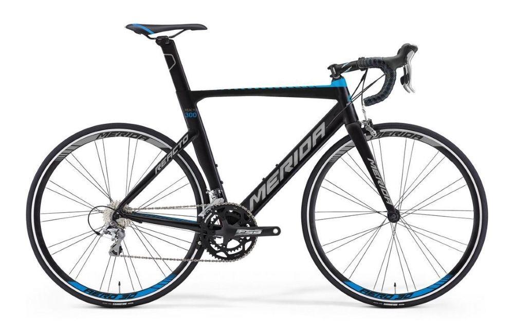 Велосипед MeridaШоссейные<br>ВЕЛОСИПЕД MERIDA REACTO 300 (2016) — отличный вариант, если вы ищете шоссейно-циклокроссовую новинку с мощной комплектацией. Эта модель оснащена фирменной рамой Reacto Aero direct-pro со спортивной посадкой и лаконичным дизайном в черном цвете. Яркие акценты делают внешность велосипеда интереснее. Ободные тормоза Merida Road Pro (передний) и Merida Reacto direct (задний) позволят вам легко управлять ситуацией даже на большой скорости. А развить эту скорость помогут колеса 28 дюймов с покрышками Maxxis Dolemites. Модель порадует наличием 22-ступенчатой трансмиссии и плавной амортизации с вилкой Reacto Carbon Race.У нас можно купить ВЕЛОСИПЕД MERIDA REACTO 300 (2016) уже сегодня. Для вас лучшие цены и только оригинальная продукция. У нас работает служба доставки по РФ.<br><br>year: 2016<br>цвет: красный<br>пол: мужской<br>уровень оборудования: продвинутый<br>рулевая колонка: Big Conoid S-bearing neck pro<br>вынос: Merida pro OS -5<br>руль: Merida Compact road OS<br>грипсы: Merida Road Pro 3D<br>передний тормоз: Merida Road Pro<br>задний тормоз: Merida Reacto direct<br>тормозные ручки: Attached<br>цепь: KMC X11<br>система: FSA Gossamer MegaExo, 52-36T<br>каретка: Attached<br>ободья: Merida AERO 38<br>передняя втулка: Road seal Bearing<br>задняя втулка: Road seal Bearing<br>спицы: Черные, нержавеющая сталь<br>передняя покрышка: Maxxis Dolemites 23 fold<br>задняя покрышка: Maxxis Dolemites 23 fold<br>седло: Merida Race 5<br>подседельный штырь: Reacto carbon Comp<br>кассета: Shimano CS-9000-11, 11-28T<br>манетки: Shimano 105<br>рама: Reacto Aero direct-pro<br>вилка: Reacto Carbon Race<br>размер рамы: 20.5&amp;amp;quot;<br>материал рамы: алюминий<br>тип тормозов: ободной<br>передний переключатель: Shimano 105 D<br>задний переключатель: Shimano 105 SS<br>количество скоростей: 22