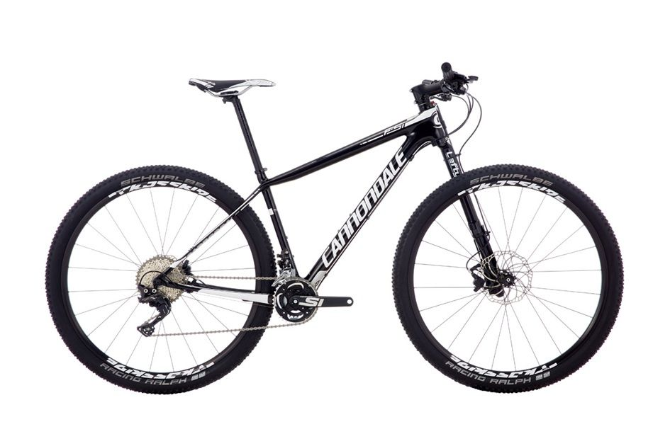 Велосипед CannondaleГорные<br>Надежный найнер полупрофессионального уровня, предназначенный для длительных гонок в дисциплине кросс-кантри. Современная геометрия и малый вес позволяют Cannondale F-Si Carbon 3 29 с легкостью заезжать даже в самые сложные и затяжные подъемы. Карбоновая рама позволила максимально снизить вес и увеличить прочность велосипеда. Уникальная вилка Lefty 2.0 имеет разнообразные настройки, которые помогут отрегулировать велосипед под определенную трассу и режим катания. Навесное оборудование Shimano M8000 XT.<br><br>year: 2016<br>цвет: серый<br>пол: мужской<br>тип тормозов: дисковый гидравлический<br>диаметр колеса: 29<br>тип рамы: хардтейл<br>уровень оборудования: профессиональный<br>материал рамы: карбон<br>тип амортизированной вилки: воздушно-масляная<br>длина хода вилки: от 100 до 150 мм<br>тип заднего амортизатора: без амортизатора<br>количество скоростей: 22<br>блокировка амортизатора: да<br>рулевая колонка: Cannondale HeadShok Si<br>вынос: Cannondale C1, алюминиевый сплав 6061, 1.5, 31.8 мм, -5°<br>руль: Cannondale C2 flat, double-butted, алюминиевый сплав 2014, ширина 700 мм<br>грипсы: Cannondale Locking Grips<br>передний тормоз: Magura MT-Race, Storm SL Rotors, диаметр ротора 180 мм<br>задний тормоз: Magura MT-Race, Storm SL Rotors, диаметр ротора 160 мм<br>тормозные ручки: Magura MT-Race<br>цепь: Shimano HG600<br>система: Cannondale Si, Ai, FSA, 26/36T<br>каретка: Cannondale PressFit30, алюминиевый сплав<br>педали: N/A<br>ободья: Mavic Crossride tubeless ready (Ai offset lacing)<br>передняя втулка: Mavic Crossride, Lefty 60<br>задняя втулка: Mavic Crossride, Ai offset lacing<br>спицы: Mavic Crossride (Ai offset lacing)<br>передняя покрышка: Schwalbe Racing Ralph EVO Performance, tubeless ready, 29 x 2.1<br>задняя покрышка: Schwalbe Racing Ralph EVO Performance, tubeless ready, 29 x 2.1<br>седло: Prologo Zero Satin<br>подседельный штырь: Cannondale C2, алюминиевый сплав 7075, 27.2 x 400 мм<br>кассета: Shimano XT, 11-40, 11 скоростей<b