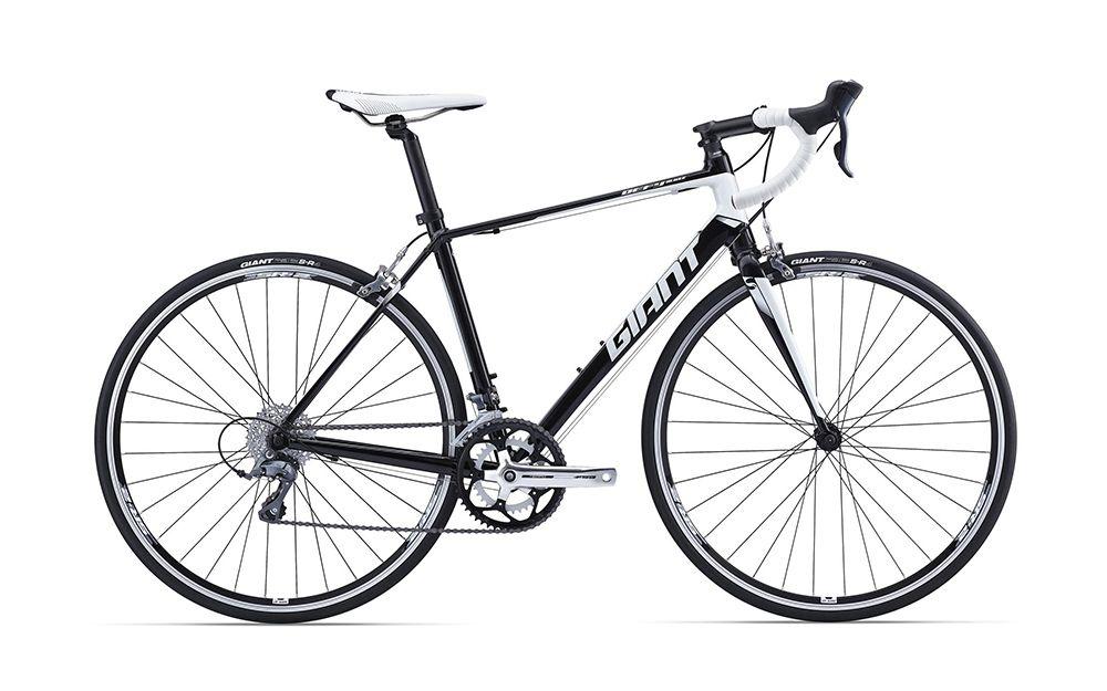 Велосипед GiantШоссейные<br>Для начинающих спортсменов, которые хотят выступать на соревнованиях в шоссейных дисциплинах, есть легкий и стильный велосипед GiantDefy 5 2016. Модель обладает высокими техническими характеристиками при малой стоимости. Рама и вилка велосипеда изготовлены из алюминиевого сплава, что положительно отразилось на его весе и прочности. Фирменные колеса Giant имеют высокую жесткость, а покрышки Giant S-R4 обеспечивают великолепный накат. Навесное оборудование имеет надежную конструкцию и относится к классу Shimano Claris.<br><br>year: 2016<br>пол: мужской<br>уровень оборудования: любительский<br>вынос: Giant Sport<br>руль: Giant Connect<br>передний тормоз: Giant Specific Tektro TK-R312, Dual Pivot<br>задний тормоз: Giant Specific Tektro TK-R312, Dual Pivot<br>тормозные ручки: Shimano Claris<br>цепь: KMC Z7<br>система: FSA Tempo, 34/50<br>каретка: Картридж<br>ободья: Giant S-R2<br>передняя втулка: Giant Tracker Sport Road<br>задняя втулка: Giant Tracker Sport Road<br>спицы: Нержавеющая сталь<br>передняя покрышка: Giant S-R4, 700x25<br>задняя покрышка: Giant S-R4, 700x25<br>седло: Giant Performance Mens, Steel rail<br>подседельный штырь: Алюминиевый сплав, round<br>кассета: SRAM PG 850 11-32, 8 скоростей<br>манетки: Shimano Claris<br>рама: Алюминиевый сплав, ALUXX Grade<br>вилка: Алюминиевый сплав<br>цвет: чёрный<br>размер рамы: 18&amp;amp;quot;<br>материал рамы: алюминий<br>тип тормозов: ободной<br>передний переключатель: Shimano Claris<br>задний переключатель: Shimano Claris<br>количество скоростей: 16