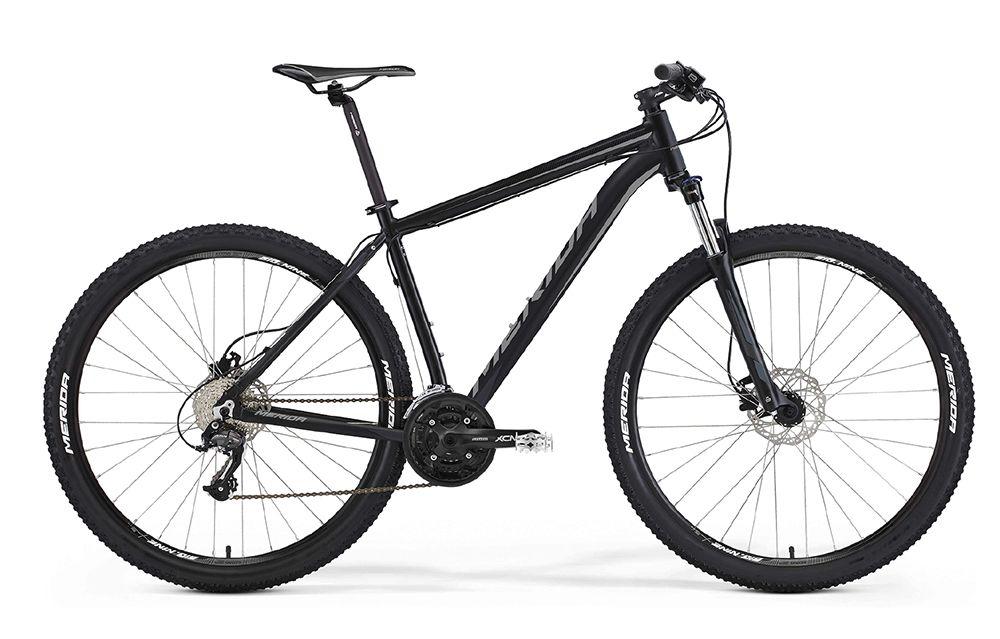 Велосипед MeridaГорные<br>ВЕЛОСИПЕД MERIDA BIG.NINE 40-D (2016) — динамичная инновационная модель в черном цвете порадует любого поклонника активного отдыха. Прочная и сбалансированная горная комплектация этого велосипеда включает в себя фирменную раму Big 9 Speed OV, колеса 29 дюймов с покрышками производителя и 27-ступенчатую трансмиссию для быстрой регулировки режима езды. Оперативное торможение в нужный момент дадут вам дисковые гидравлические тормоза Tektro Auriga, а неровности станут совсем незаметными благодаря вилке SR 29 XCM HLO с ходом 100 мм. Конструкция отличается повышенной стойкостью и удачной посадкой для долгих поездок.В нашем магазине можно купить ВЕЛОСИПЕД MERIDA BIG.NINE 40-D (2016) по разумной цене и приобрести любые велосипедные детали на ваш вкус. У нас постоянно действуют приятные скидки и работает доставка по РФ.<br><br>year: 2016<br>пол: мужской<br>тип рамы: хардтейл<br>уровень оборудования: любительский<br>длина хода вилки: от 100 до 150 мм<br>блокировка амортизатора: да<br>рулевая колонка: EGG steel-B<br>вынос: Merida comp OS 6<br>руль: Merida comp OS, ширина 680 мм, R15<br>грипсы: Merida kraton<br>передний тормоз: Tektro Auriga, диаметр ротора 160 мм<br>задний тормоз: Tektro Auriga, диаметр ротора 160 мм<br>тормозные ручки: Attached<br>цепь: KMC X9<br>система: SR XCM, 44-32-22 CG<br>каретка: Картриджные подшипники<br>педали: XC, алюминиевый сплав<br>ободья: Merida Big Nine D<br>передняя втулка: Disc, алюминиевый сплав<br>задняя втулка: Disc cassette, алюминиевый сплав<br>спицы: Нержавеющая сталь, серебристые<br>передняя покрышка: Merida, 29<br>задняя покрышка: Merida, 29<br>седло: Merida Sport 5<br>подседельный штырь: Merida speed, 27.2 мм<br>кассета: Sunrace CS-9S, 11-32<br>успокоитель: Attached<br>манетки: Shimano Altus, rapidfire<br>рама: Big 9 Speed OV<br>вилка: SR 29 XCM HLO, ход 100 мм<br>тип заднего амортизатора: без амортизатора<br>цвет: чёрный<br>размер рамы: 19&amp;amp;quot;<br>материал рамы: алюминий<br>тип тормозов: дисковый г