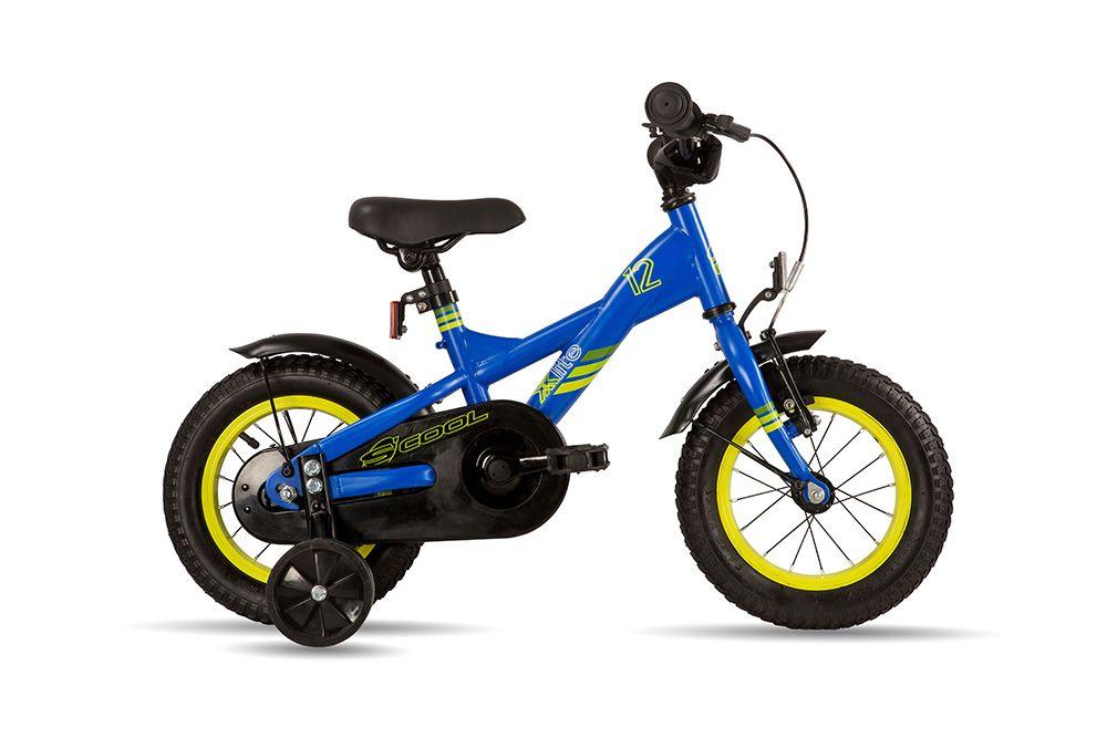 Велосипед ScoolДетские<br>Велосипед Scool XXlite 12 steel (2016) – детский велосипед со стальной рамой для мальчиков от 2-х до 4-х лет. Имеет регулируемые по высоте седло и руль, защиты цепи от попадания штанов и дополнительную пару колес для безопасного катания на первых порах. У модели есть два вида тормозов – ножной для остановки заднего колеса и ручной – для переднего. Для чистого катания имеются широкие крылья, за безопасность в вечернее время суток отвечают светоотражатели. Широкие рельефные шины позволят преодолеть легкие неровности на дороге без ощущения дискомфорта. Велосипед подходит для мальчиков ростом от 90 см.<br><br>year: 2016<br>цвет: синий<br>пол: мальчик<br>тип рамы: хардтейл<br>вынос: Crash pad, Neopren<br>руль: Junior Uprise, ширина 460 мм<br>грипсы: MCI Softgrip, buffle protection, 100 мм<br>передний тормоз: Power, регулируемый<br>задний тормоз: Ножной<br>тормозные ручки: Kids, регулируемые<br>система: Shun 26T, 89 мм<br>защита звёзд/цепи: Chain guard<br>каретка: CC-886, шариковые подшипники<br>педали: HF-316, с отражателями<br>ободья: Алюминиевый сплав<br>передняя втулка: Scool, сталь<br>задняя втулка: Power<br>передняя покрышка: Scool, Kids MTB, 12 x 2,125<br>задняя покрышка: Scool, Kids MTB, 12 x 2,125<br>подседельный штырь: Сталь<br>кассета: 16T<br>крылья: Scool, Junior Desig<br>дополнительные колёса: Есть<br>рама: Scool, Junior XX 12, сталь<br>вилка: Hi-Ten<br>материал рамы: сталь<br>тип тормозов: ободной<br>диаметр колеса: 12<br>количество скоростей: 1